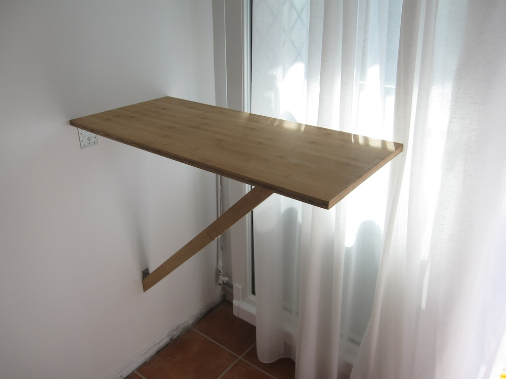 Petite table murale pliante les tribulations d 39 un for Table de cuisine rabattable